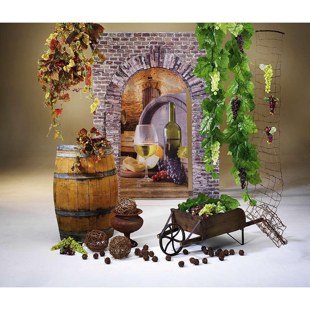 Dekoidee Weinfest Stimmungsvolle Dekoration für ein gelungenes Weinfest. Integrieren Sie Rebennetze und -Kugeln als einen Gruß aus der Natur. Arrangiert mit dauerhaft haltbaren Kunstranken, Weintrauben-Attrappen und dem Weinfass erhalten Sie eine ausdrucksstarke Weindeko.