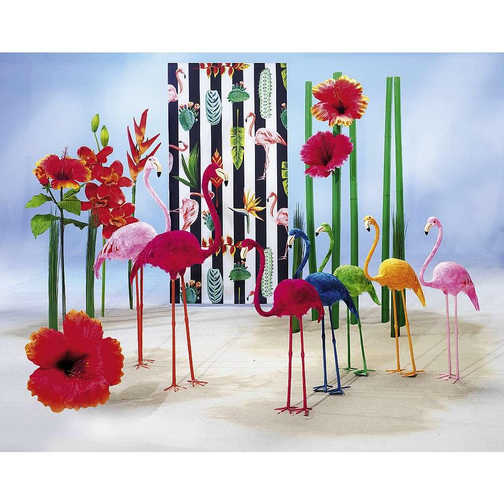 Dekoidee Knallige Flamingos Auf diese paradiesischen Hingucker fliegen wir alle - der Überflieger der Saison präsentiert sich in knalligen Farben und ist der ideale Begleiter für den Sommer. Ob minimalistisch oder extravagant, der Flamingo als Statement-Dekoaccessoire passt sich jeder Einrichtung an.