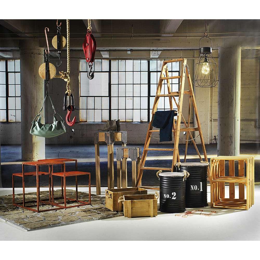 Dekoidee Factory Vintage Chic im Werkstatt Stil! Möbel und Accessoires mit industriellem Look sind nicht nur angesagt sondern auch einfach praktisch. Lassen Sie sich von unserer Dekoidee inspirieren und kreieren Sie Ihre eigene Fabrikatmosphäre.