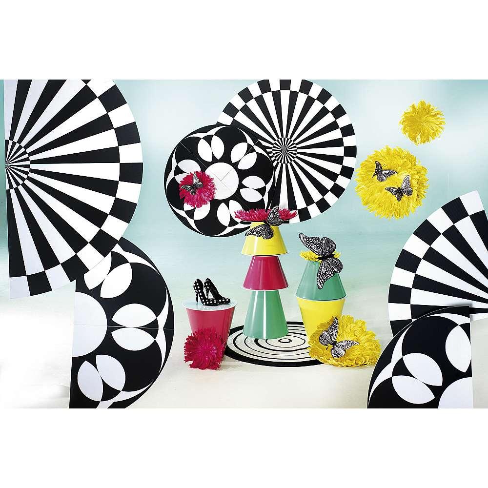 Dekoidee Monochrome Spring Zeitlos und elegant: Schwarz und Weiß. Farbakzente, die diesen Monochrome-Stil durchbrechen, sehen toll aus erzeugen eine moderne Frühlingsdekoration.
