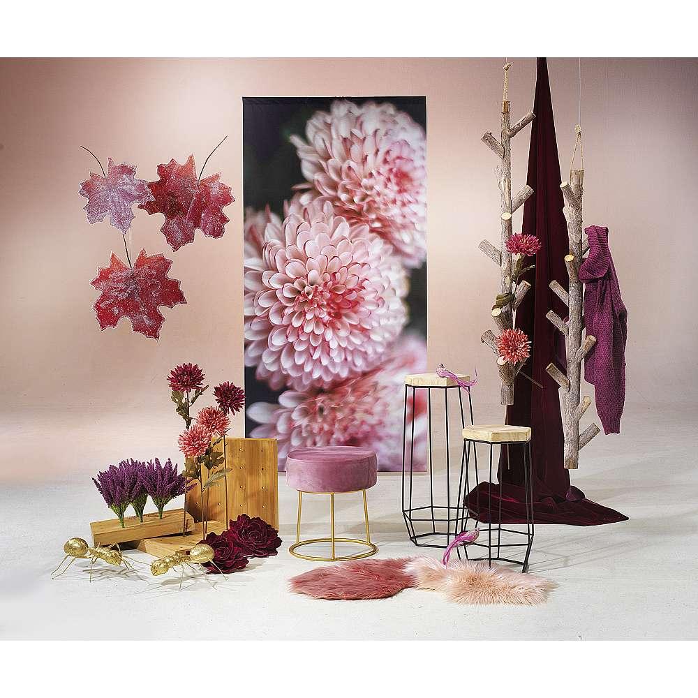 Dekoidee Rosé In dieser romantischen Herbstdekoration in femininen Rosétönen treffen dezente Farben auf Naturholz, Kunstfell und Samt. Eine sehr schöne Deko-Alternative zu den sonst typische Herbstfarben Orange und Rot.