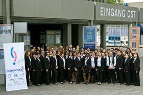 Messepersonal Sie benötigen Messepersonal? Wir bieten, Hosts/Hostessen, Promotor/-innen, Servicekräfte, Übersetzungshilfen, semiprof. Models, Barkeeper, Cocktailmixer, Moderatoren/-innen,Auf-Abbauhelfer, etc.