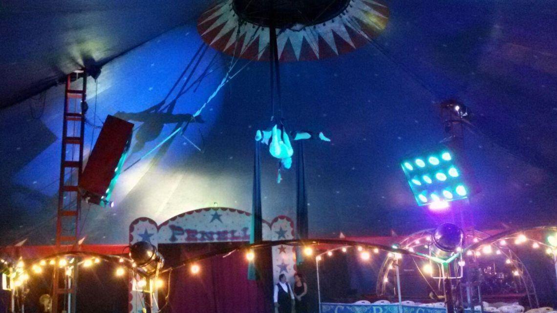 Vertikaltuch im Circus