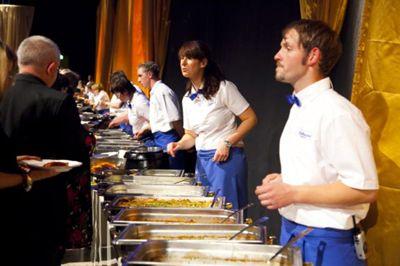 Geschultes Service-Personal Wir bieten nicht nur unsere bekannten kulinarischen Spezialitäten, sondern auch alles was Ihre Veranstaltung zu einem Erfolg werden lässt. Angefangen bei Tischen und Stühlen, bis zum geschulten Service-Personal.