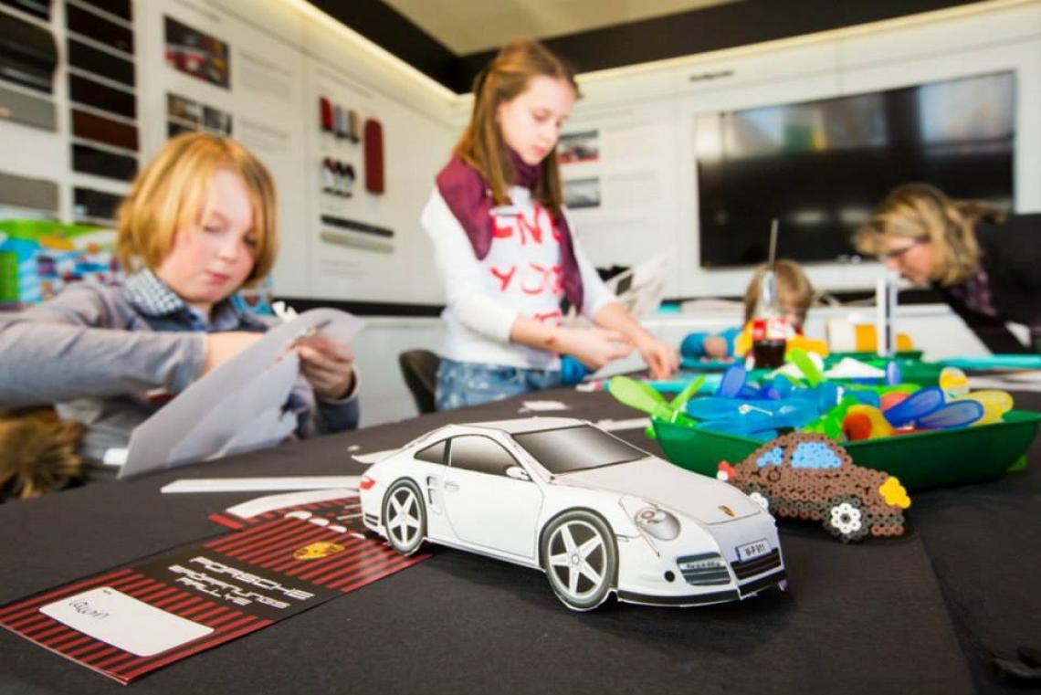 Porsche Bastelbögen im Porsche Zentrum Wuppertal