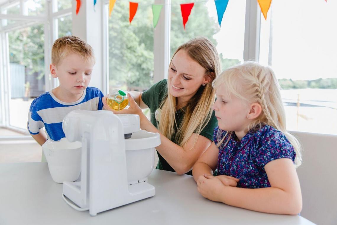 Momentaufnahme Kinderlabor: Knete machen