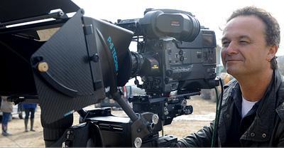Fernsehen Nachrichten, Boulevard, Reportagen, Magazinbeiträge, Dokumentationen oder einfach nur ein Interview: All das, was Tag für Tag über die Sender geht, ist unser Geschäft.