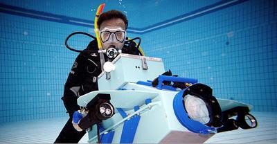 Unterwasser und in der Luft Die Produktionsstätte in Bielefeld ist mit modernster Technik und Schnittplätzen ausgestattet. Gedreht wird in 3D, 2D, HD, Unterwasser und in der Luft.