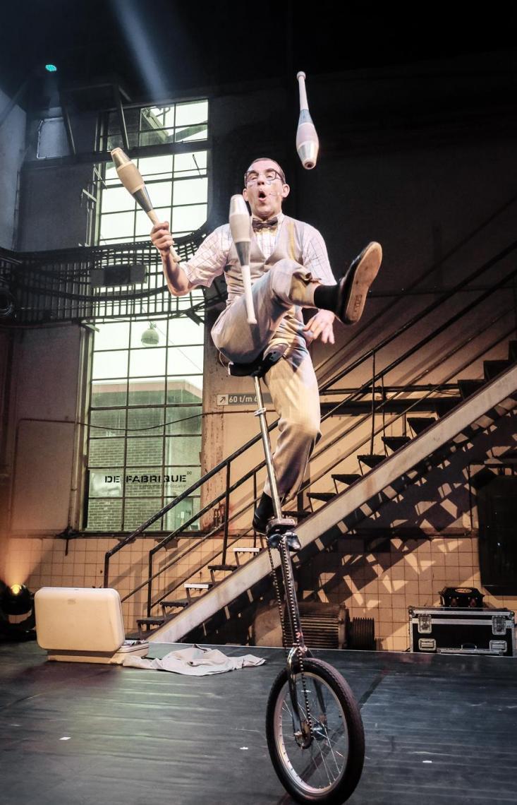 Herr Konrad kommt zum Höhepunkt höchstamüsante Hochradartistik Foto: Lex Hulscher