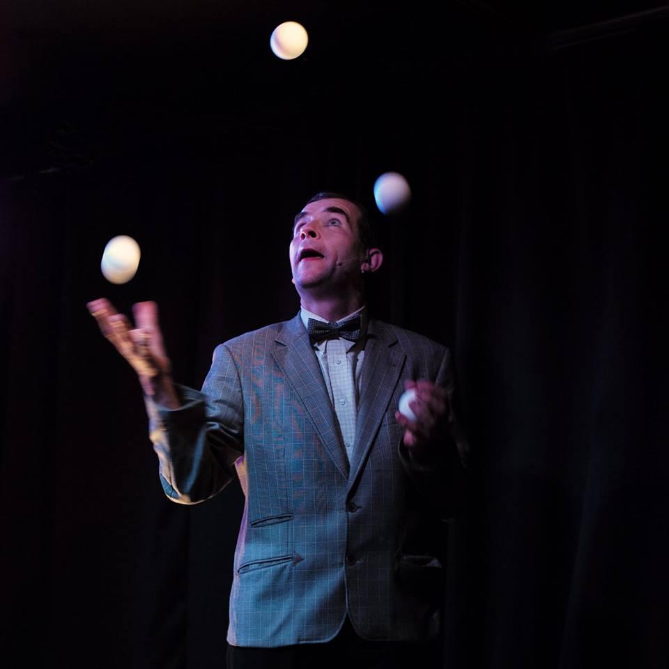 Konrad gibt Gummi! Tempojonglage mit, genau: Gummibällen! Foto: Otto Böhne
