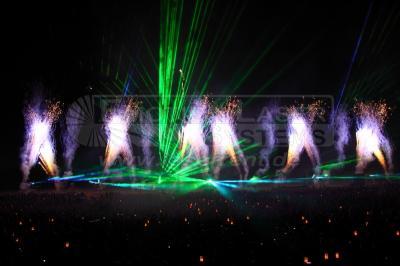Kombination Lasershow & Feuerwerk Selbstverständlich sind auch Kombinationen mit anderen Medien wie Feuerwerken oder Videoprojektionen möglich.