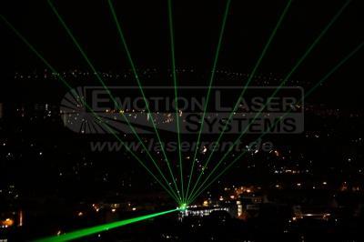 Skybeam Mit unseren Laser-Skybeams machen wir Firmengebäude oder Veranstaltungsorte weithin sichtbar und so zu einem Publikumsmagneten.