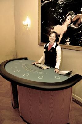 BlackJack Tische mieten BlackJack - eines der klassichen Casinospiele können Sie  beim Casino4Home mobilen Casino für Ihre Veranstaltung mieten.
