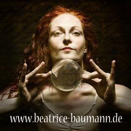 Beatrice Baumann aka Beatritsche  Kontaktjonglage, Stelzenwalkact, Feuer