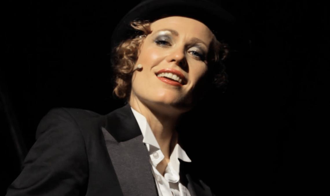 SPIEGELSAAL IN CLÄRCHENS BALLHAUS Marlene Dietrich Double