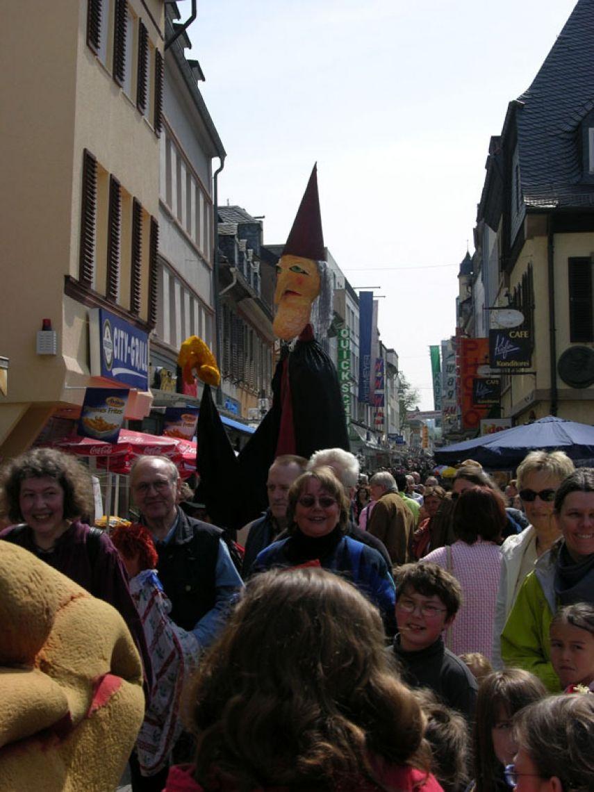 acting puppets - überragend Straßentheater-Beitrag zur Eröffnung des Museums für Puppenspielkunst in Bad Kreuznach, auch Universität zu Köln und Kulturgut, Köln
