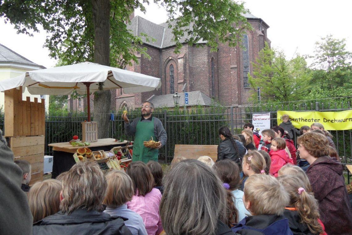 Bruno und der schwarze Ritter - Gemüsetheater! Auf Kindertheater-Bühnen, bei Festen und Feiern - auch open air (z.B. Museumstag Grafschafter Museum, Moers)
