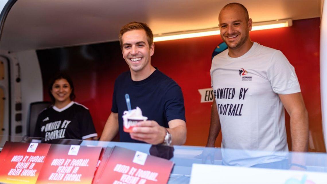 Die Roadshow mit unserem DFB Eiswagen startete gemeinsam in Leverkusen  mit Philipp Lahm