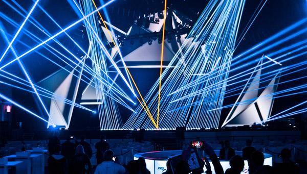 Laserworld Gruppe mit über 400W auf der PRG-Bühne