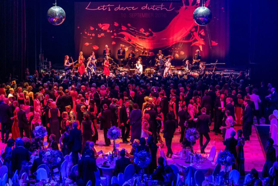 Große Begeisterung für Jimmy Somerville und das Berlin Show Orchestra beim Leipziger Opernball