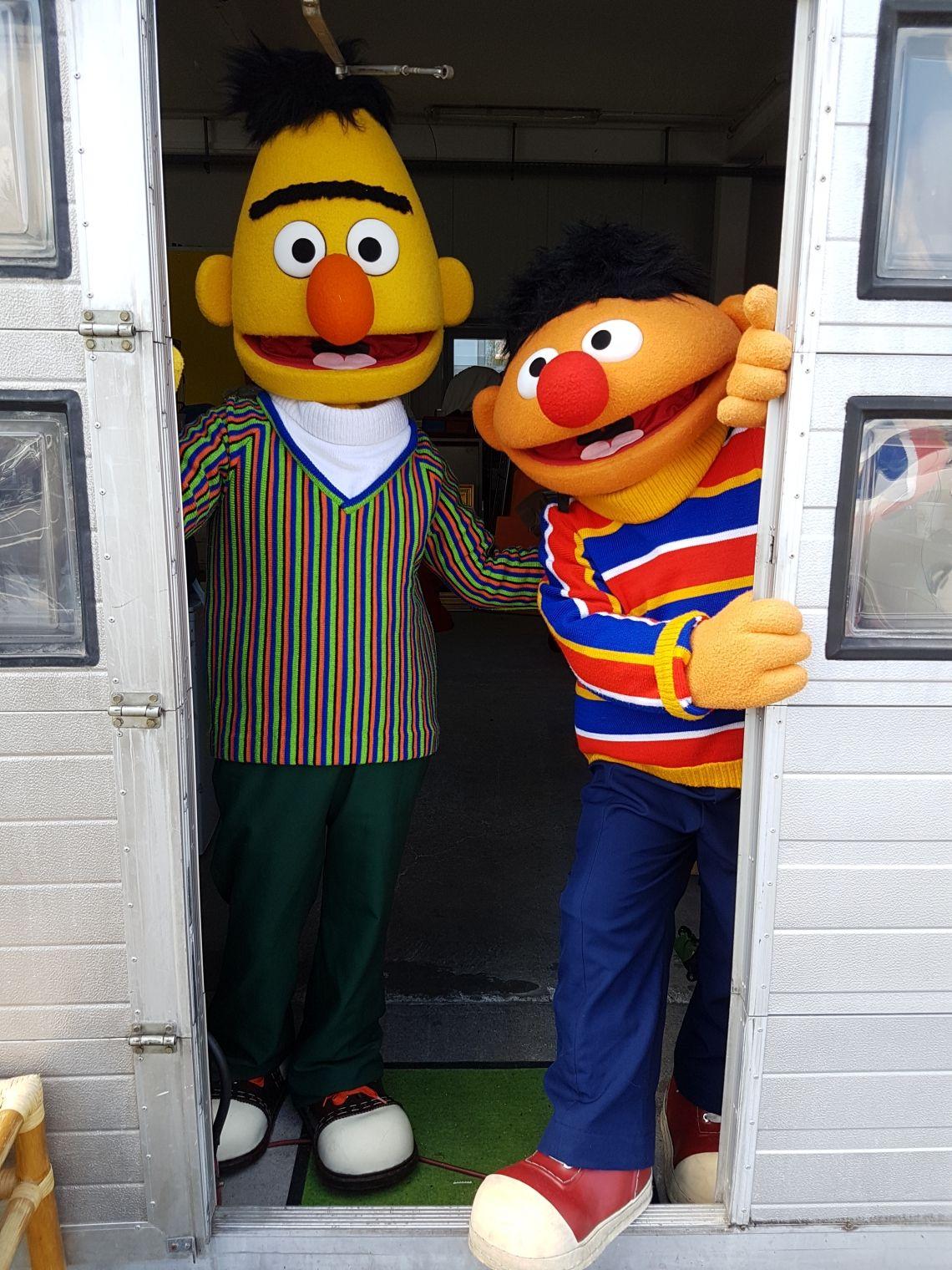 7 Walking Charakters der Sesamstrasse on Tour