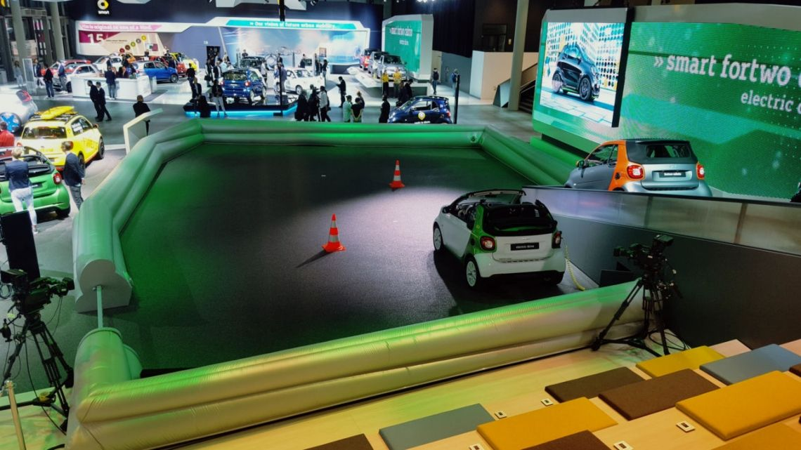 Aufblasbarer Messebau in Frankfurt für den Autobauer Smart auf der IAA 2017