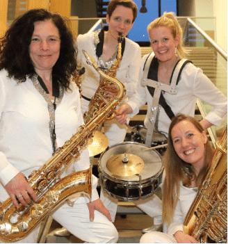 Brassappeal heißt die Schlagzeugerin Lizzy Scharnofske willkommen