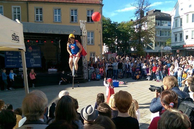 """15. Straßenkünstler-Festival """"Gütersloher Straßenfiffi"""""""