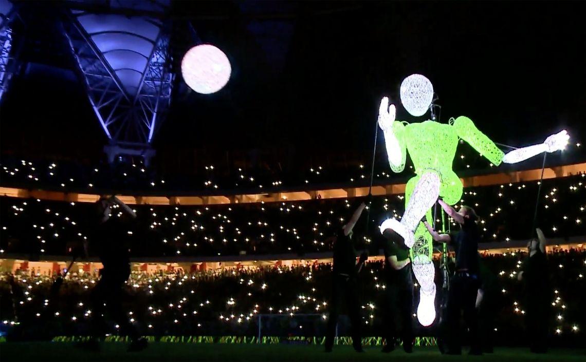 DUNDU – Mehr als ein Weltfußballer – Die Giganten des Lichts im Stadion