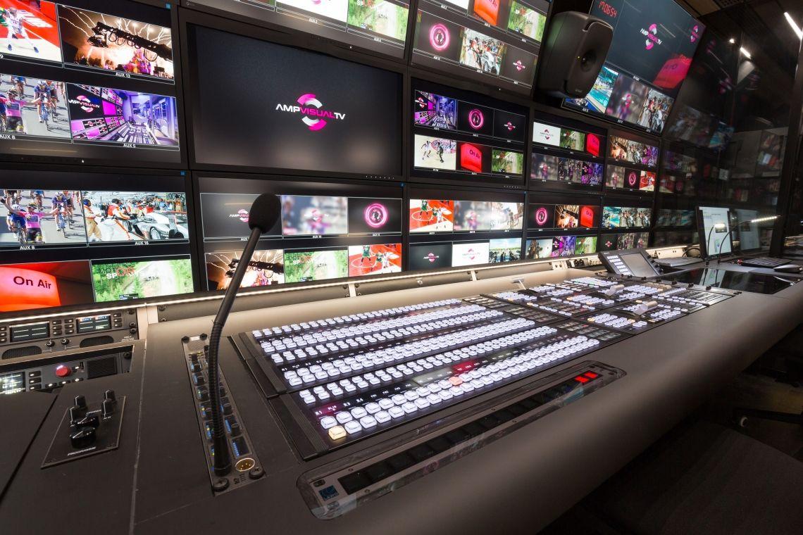 MediorNet Mon Amour – AMP VISUAL TV setzt  im neuen 4K-HDR-Ü-Wagen auf dezentrales Routing