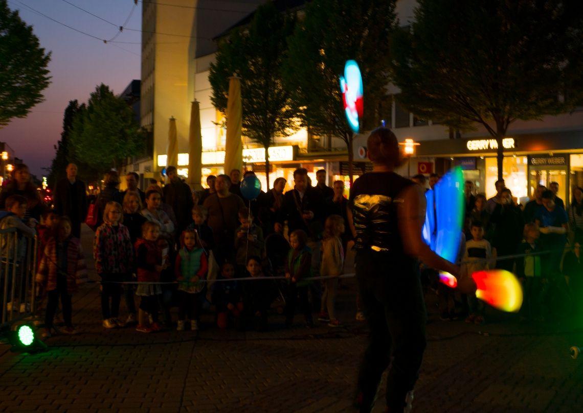 """LED-Jonglage begeistert Besucher bei """"Darmstadt unter Strom"""""""