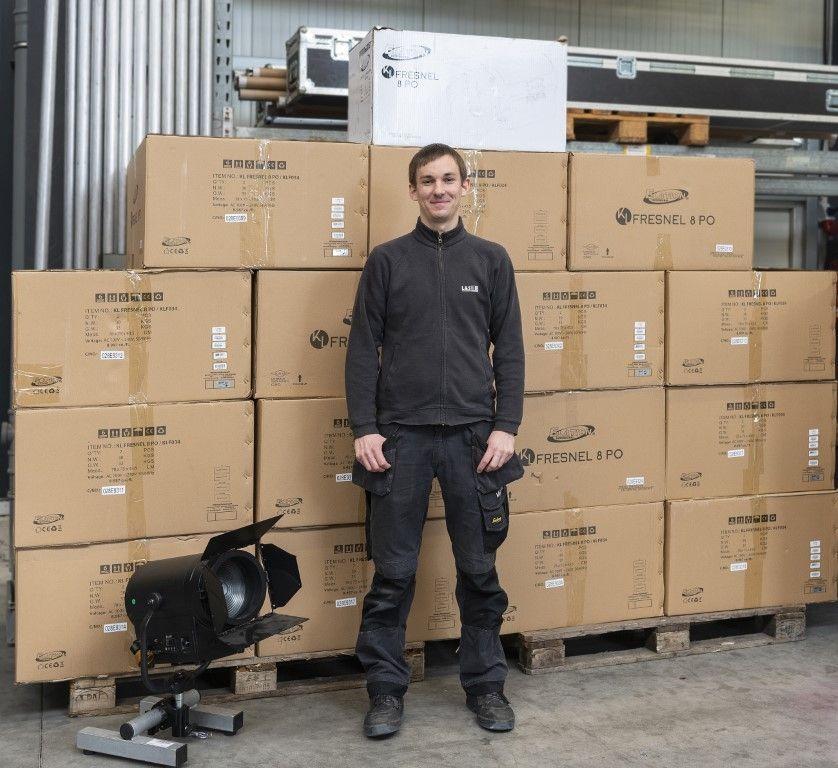 L&S investiert in ELATION - Artiste DaVinci Movinglights und KL Fresnel 8'' LED-Stufenlinsen