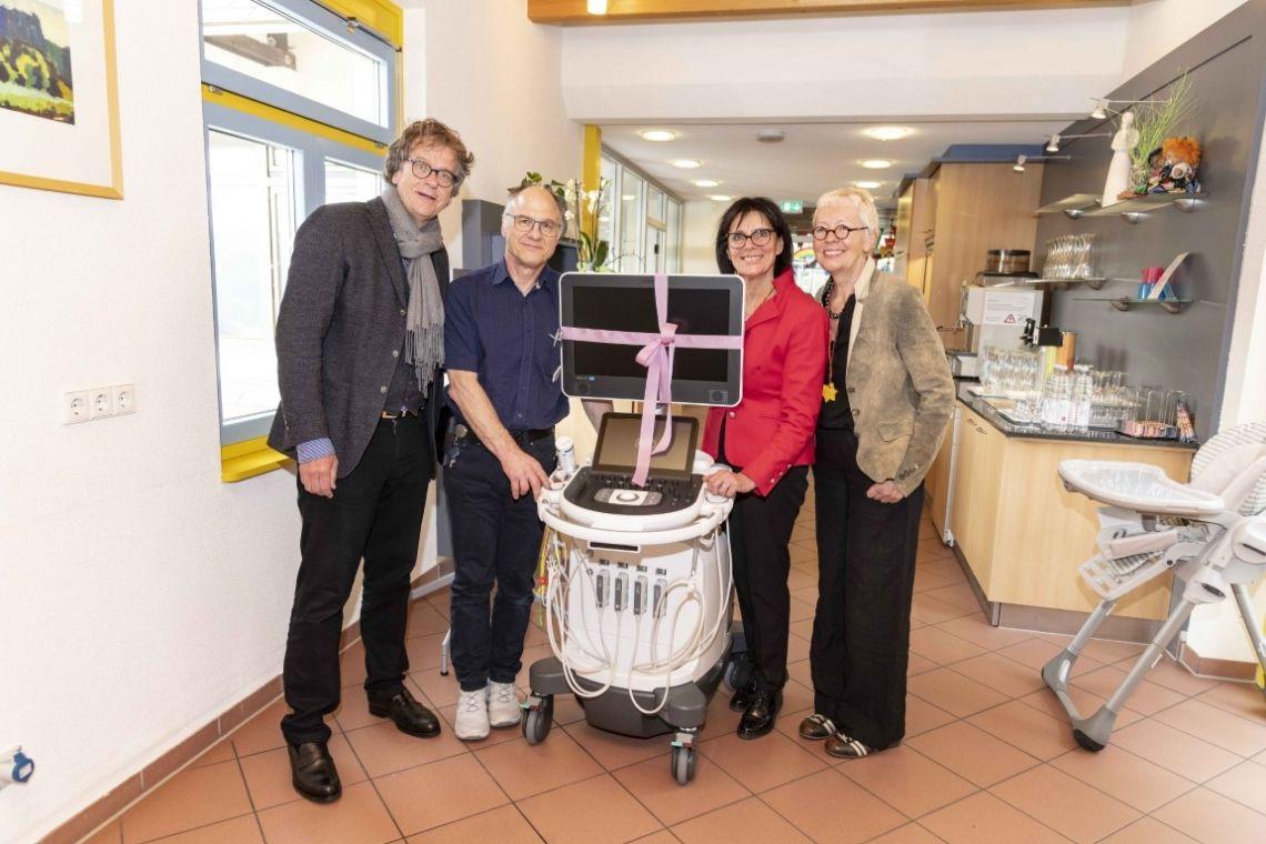 Marianne Mack, Landrat Sven Hinterseh, Europa-Park und Schwarzwälder Bote engagieren sich - Knapp 400.000 Euro für die Katharinenhöhe