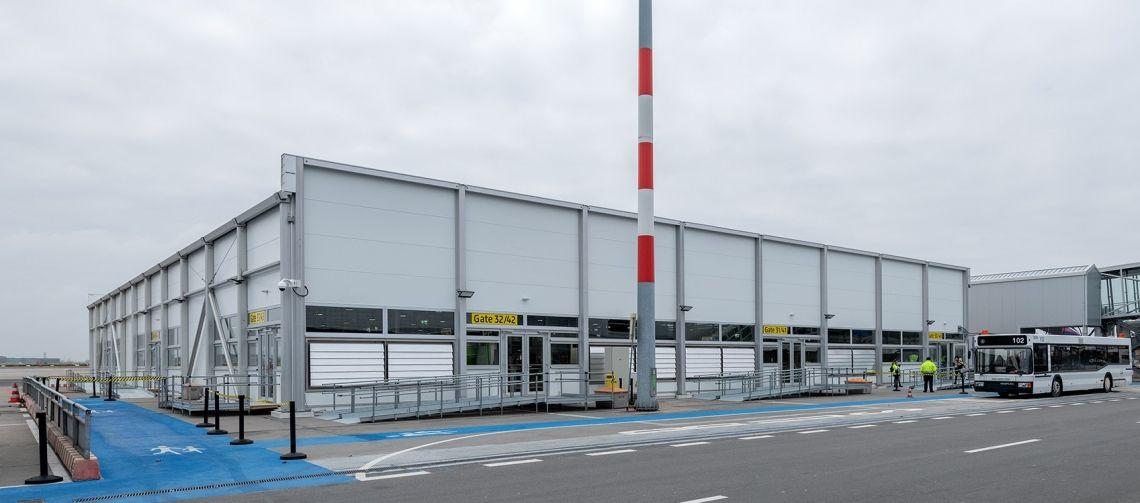 Flughafen Berlin–Schönefeld: Drei Wochen Bauzeit für neuen Terminal