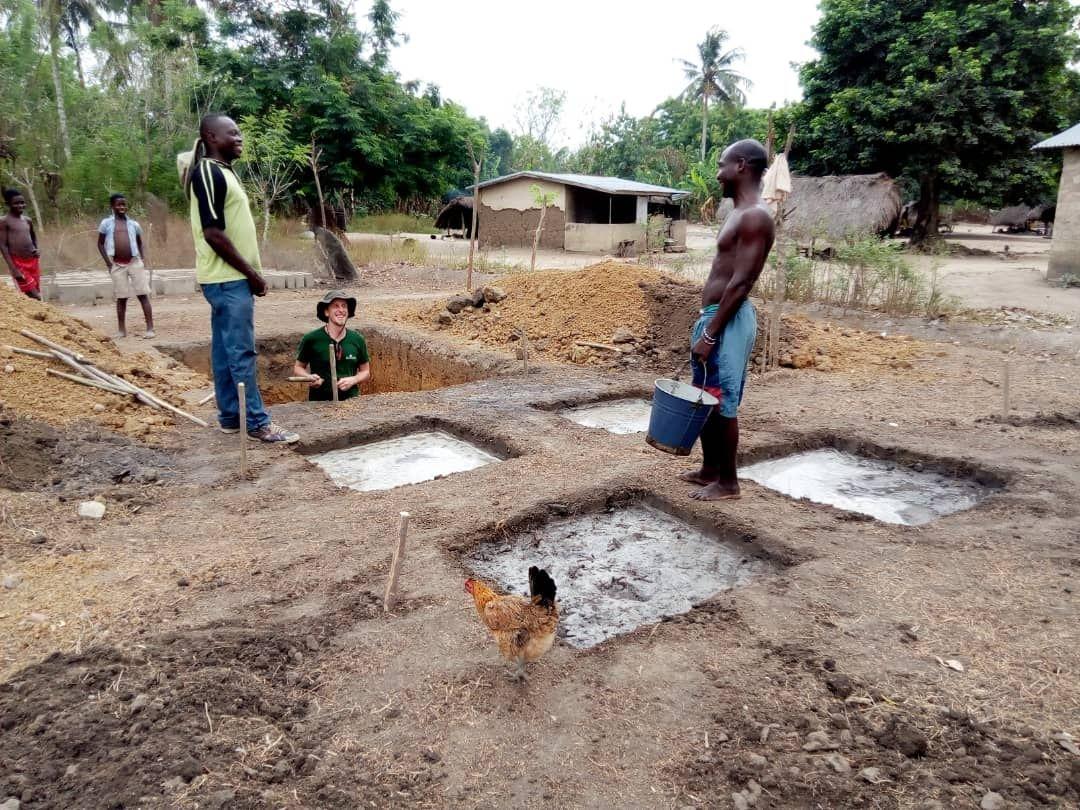 Erste Baufortschritte im Dorf Glypko, Togo, Westafrika