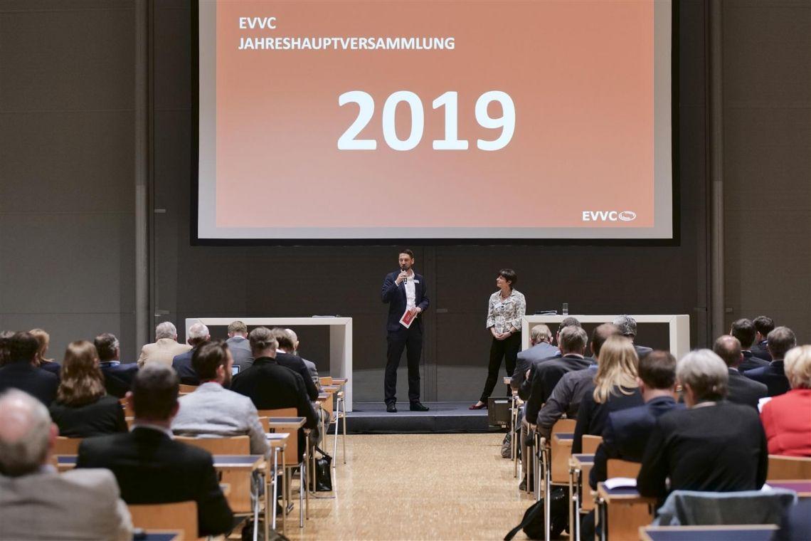 Große Themen praxisnah umsetzen: Jahreshauptversammlung des EVVC in Frankfurt
