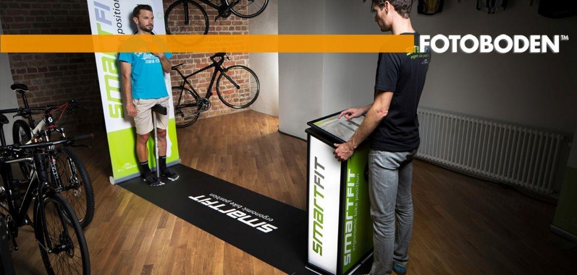 Individuell bedruckbare FOTOBODEN™-Matte: Perfekte Lösung für Kundenvermessung beim Fahrradkauf