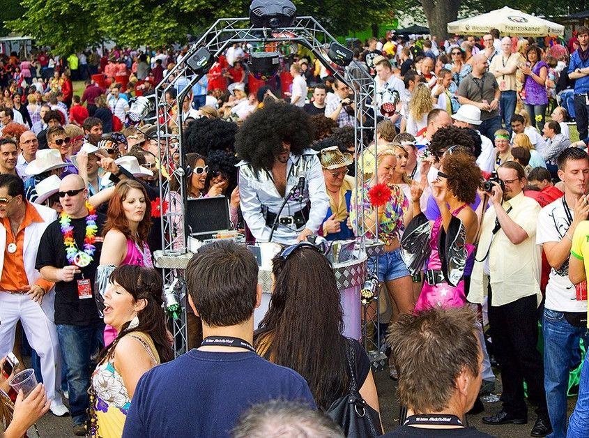 Danceparader im August im Erlebnispark Tripsdrill