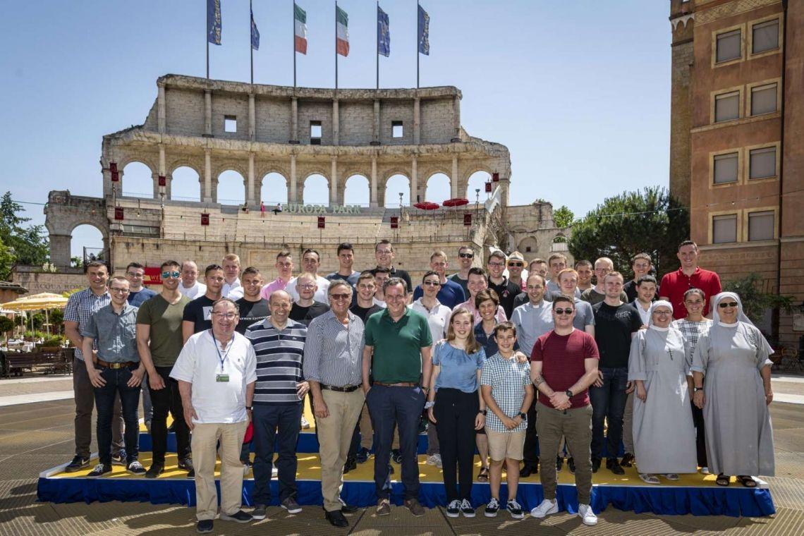 Die Leibgarde des Papstes zu Besuch im Europa-Park
