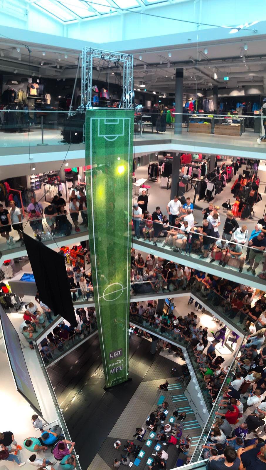 Vertical Catwalk zur Präsentation eines neuen Trikots