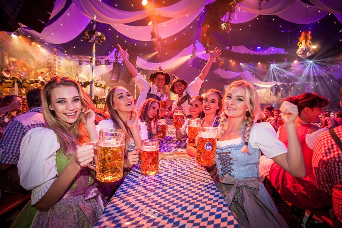 Wiesn-Atmosphäre in Deutschlands größtem Freizeitpark – Zünftig feiern beim Oktoberfest im Europa-Park