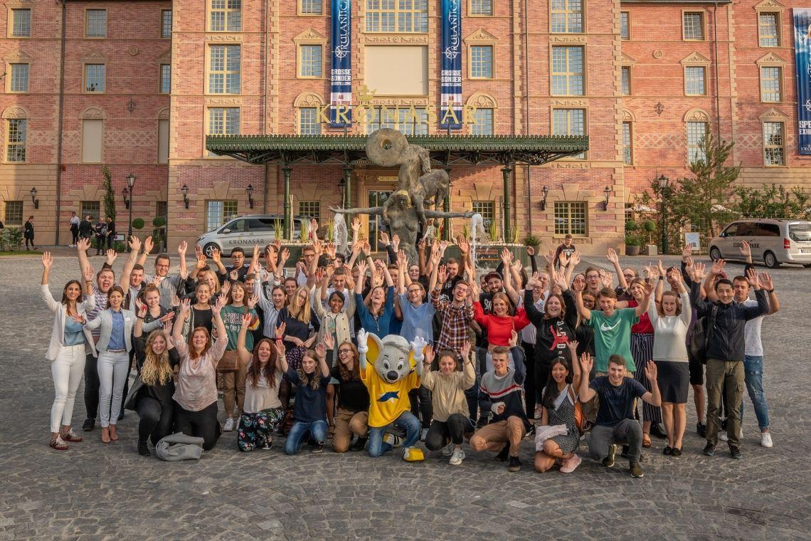 Junge Menschen starten im Europa-Park - Neue Crew geht auf Entdeckungsreise
