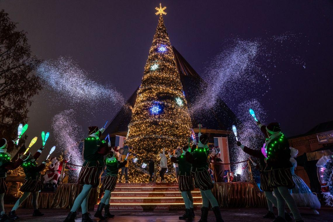 Glanzvoll funkelndes Lichtermeer - Winterzauber in Deutschlands größtem Freizeitpark