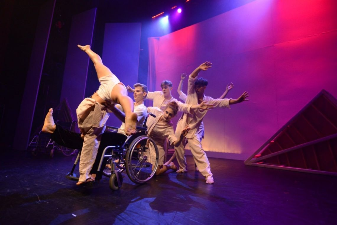 GOP Variete meets TANZMOTO - Rollstuhlfahrer choreografieren mit Varieté-Künstlern