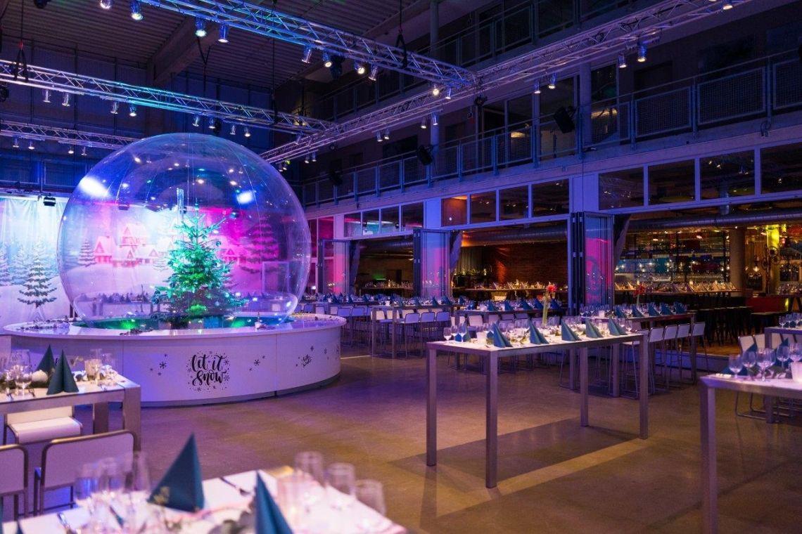 4-Meter-Schneekugel für Weihnachtsfeier