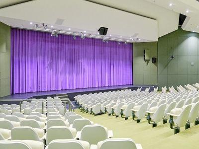 Ein Vorhang nach Maß für das Theater Lingen