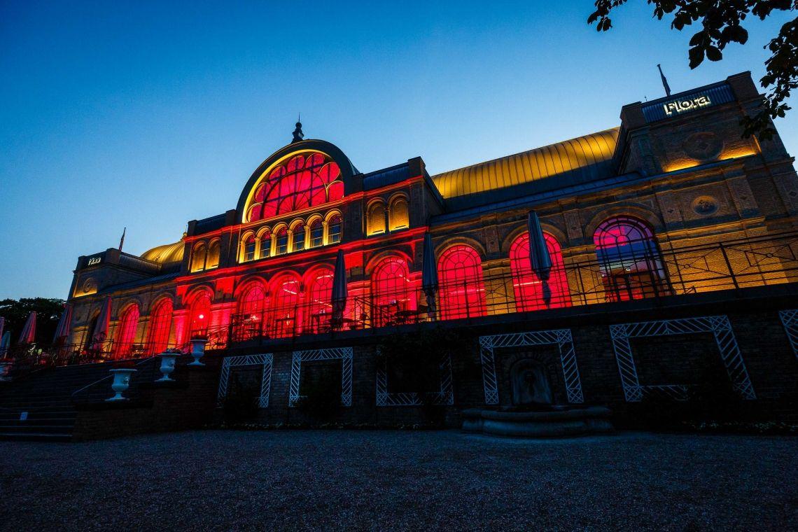 """Night of Light"" lässt Köln rot leuchten."