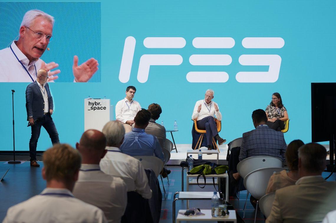 IFES zeigt wie Livekommunikation heute und morgen funktionieren kann mit Hybyrider Jahreshauptversammlung