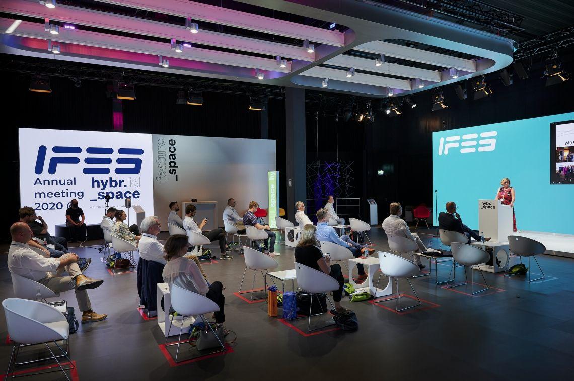 IFES blickt auf erste hybride Jahreshauptversammlung