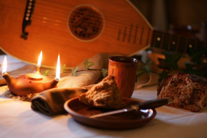 """Rittermahl """"Ein Abend bei Hofe"""" am 14.11.2020 - Auf der Wasserburg Haus Kemnade tafeln wie im Mittelalter"""